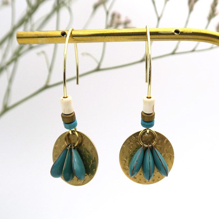 Création jolies boucles d'oreilles dorées