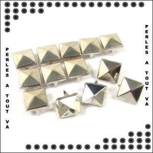 50 clous pyramides Argent 10 mm