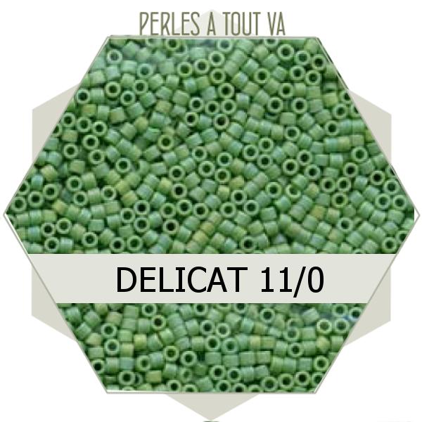 Perles Miyuki délicas Opaque Green AB Matted 5g, perles