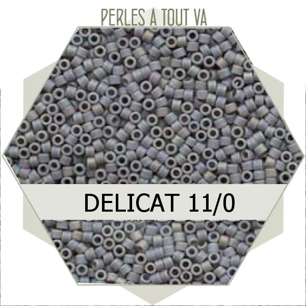 Perles Miyuki délicas Opaque Lt. Grey AB Matted 5g, perles