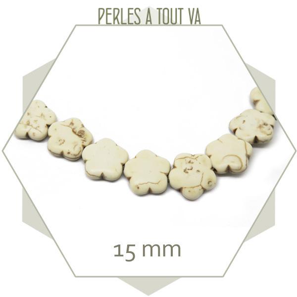 27 perles fleurs plates en howlite crème