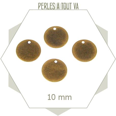 Pièces circulaires aux faces plates, bronze aspect patiné