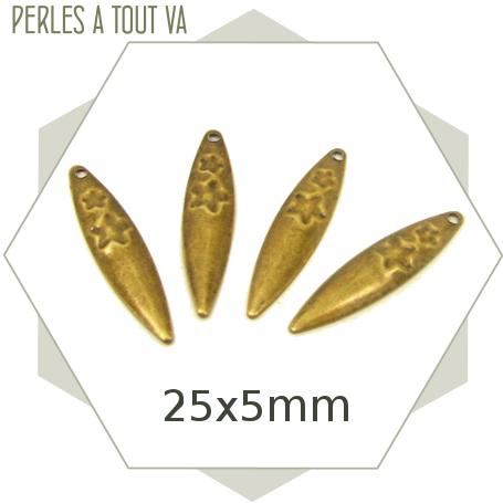 20 breloques en forme de feuilles ovales couleur bronze, faces sur-imprimées d'étoiles