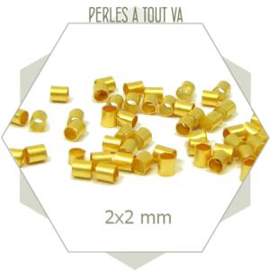 50 petites perles tubes dorées 2x2 mm