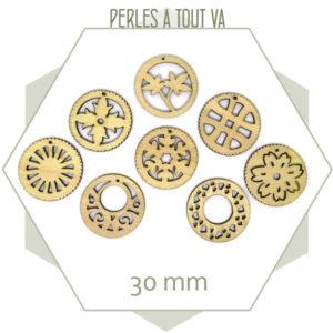 Mix de 16 breloques rondes en bois - 30 mm