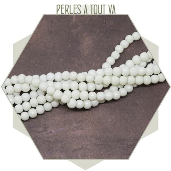 190 perles de verre rondes 4 mm blanches