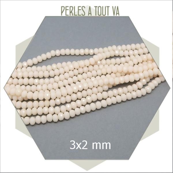 195 perles de verre donut  blanc crème  3x2 mm