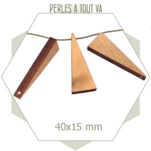 12 breloques triangles en bois brut
