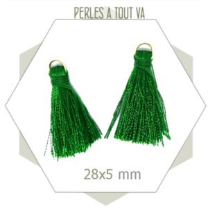 10 pompons verts 28x5mm avec anneau